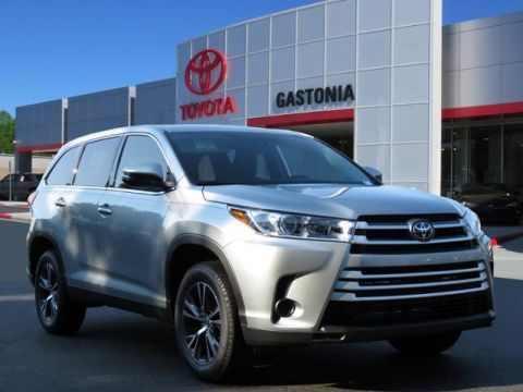 New 2019 Toyota Highlander LE V6 FWD (Natl)